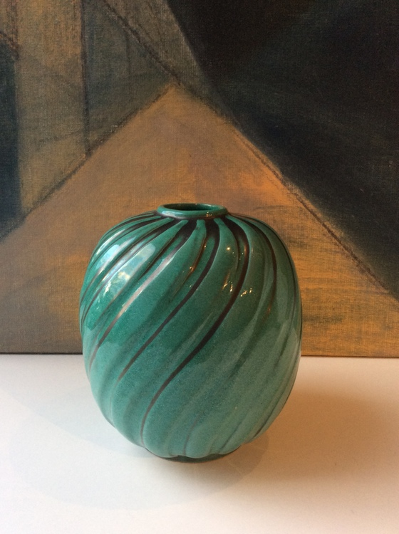 Green vase 3227