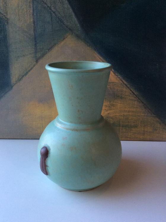 Large green vase 112