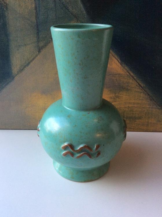 Green vase 38