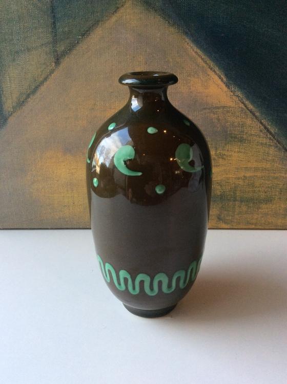 Brown/green vase 380
