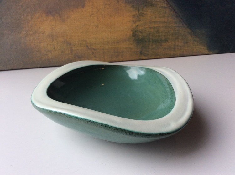 Green/white bowl 174