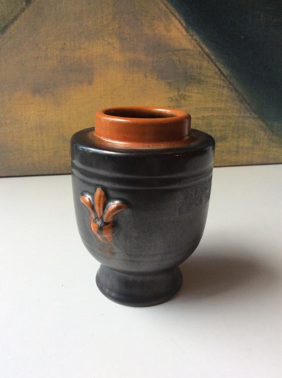 Black/orange vase 2653