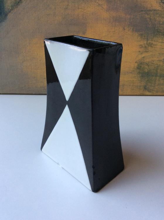 Domino vase 2183