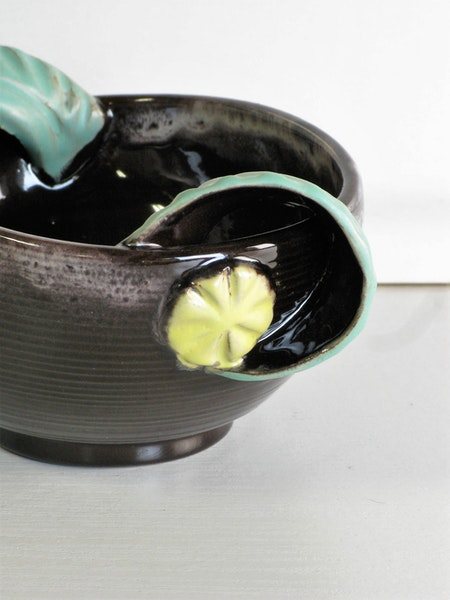 bowl 102 with green handles