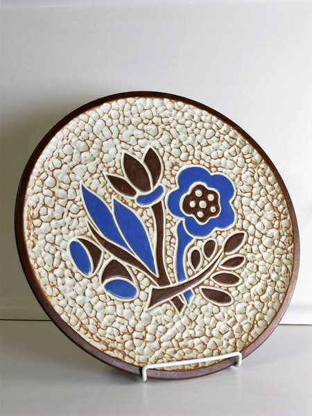 plate 4020 with blue flowers