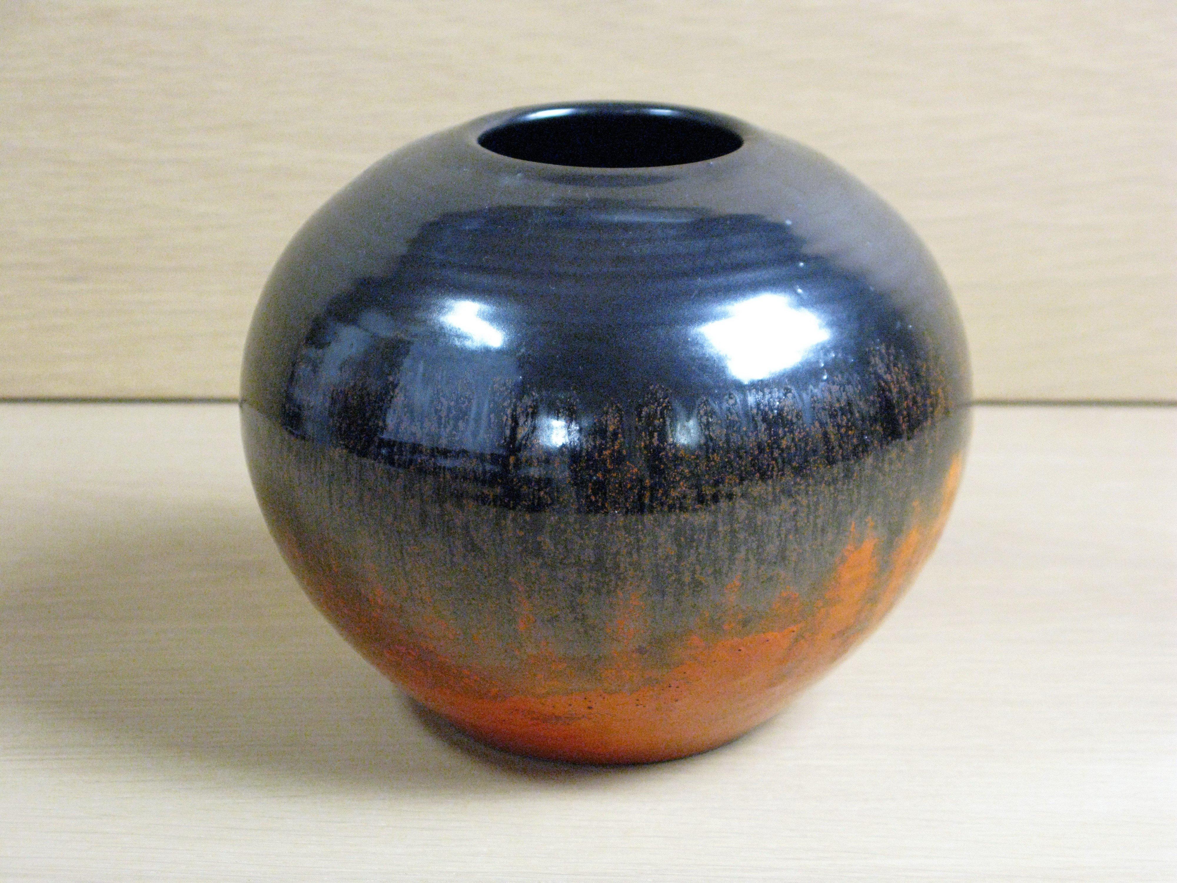 Black & orange vase 2634