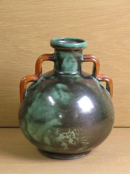 Green vase 3102