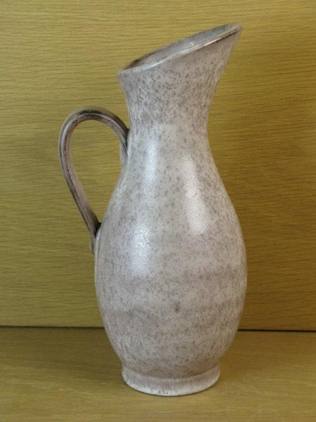 grey pitcher 17