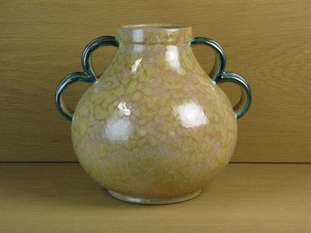 large yellowish vase / green handles 3328