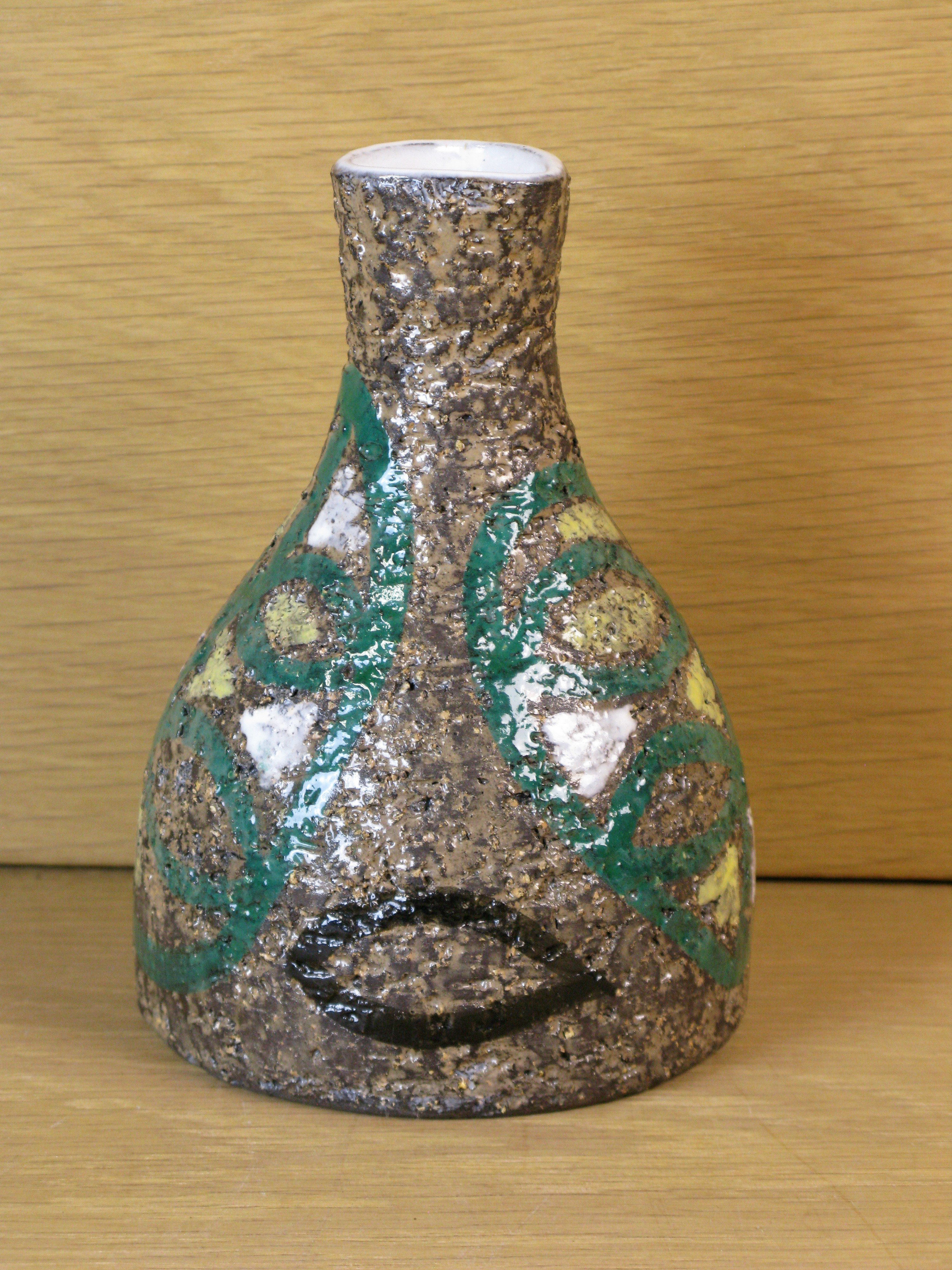 vase with leafs 4380