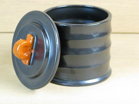 black tobacco jar 2283b
