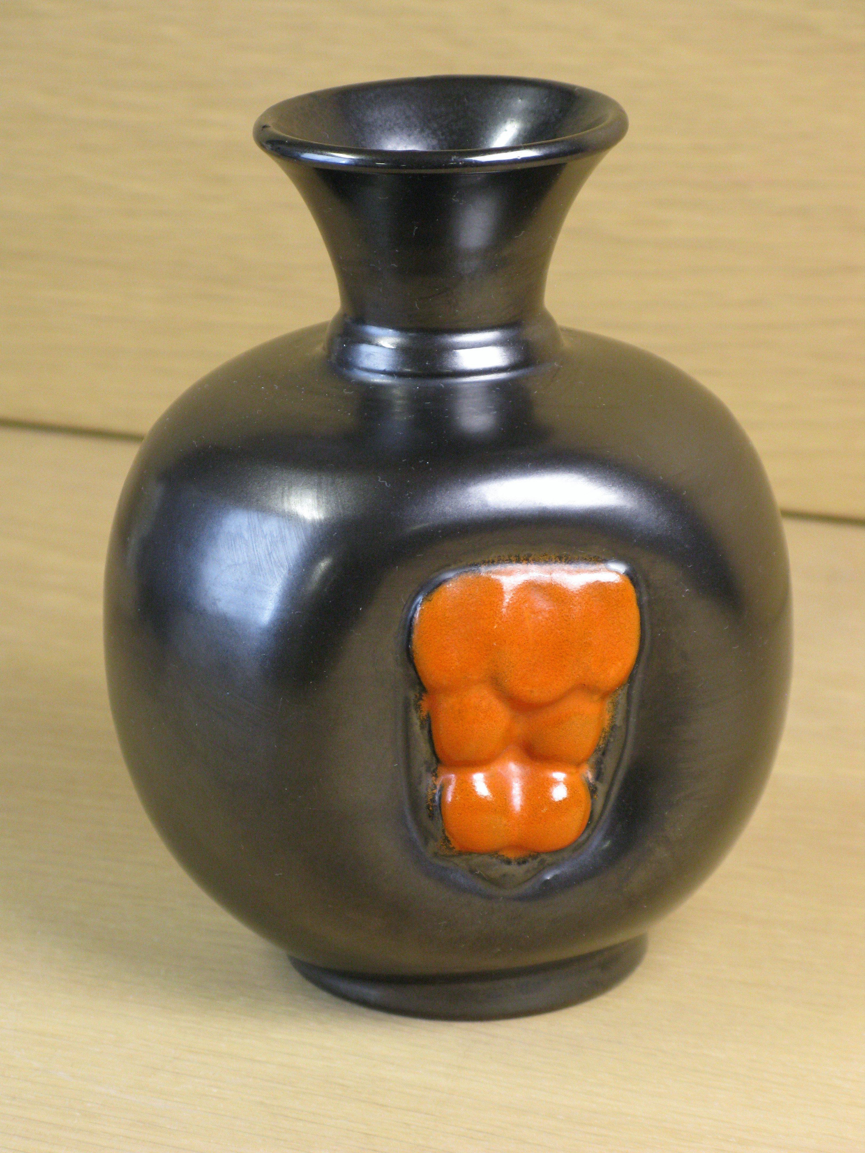 black/orange vase 1933