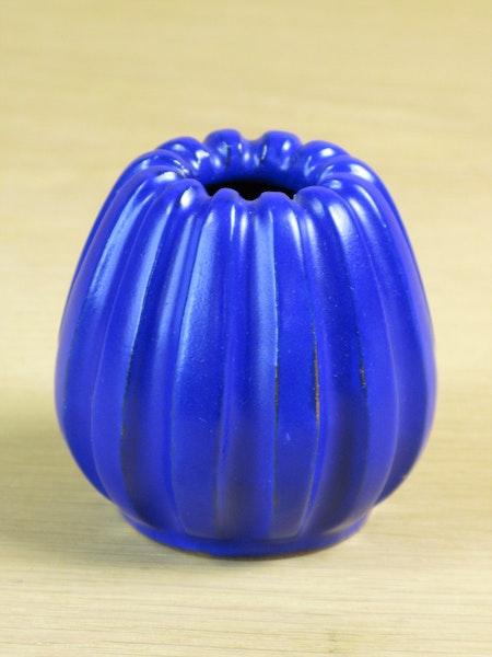 blue vase 556