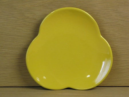 yellow egg plate 2