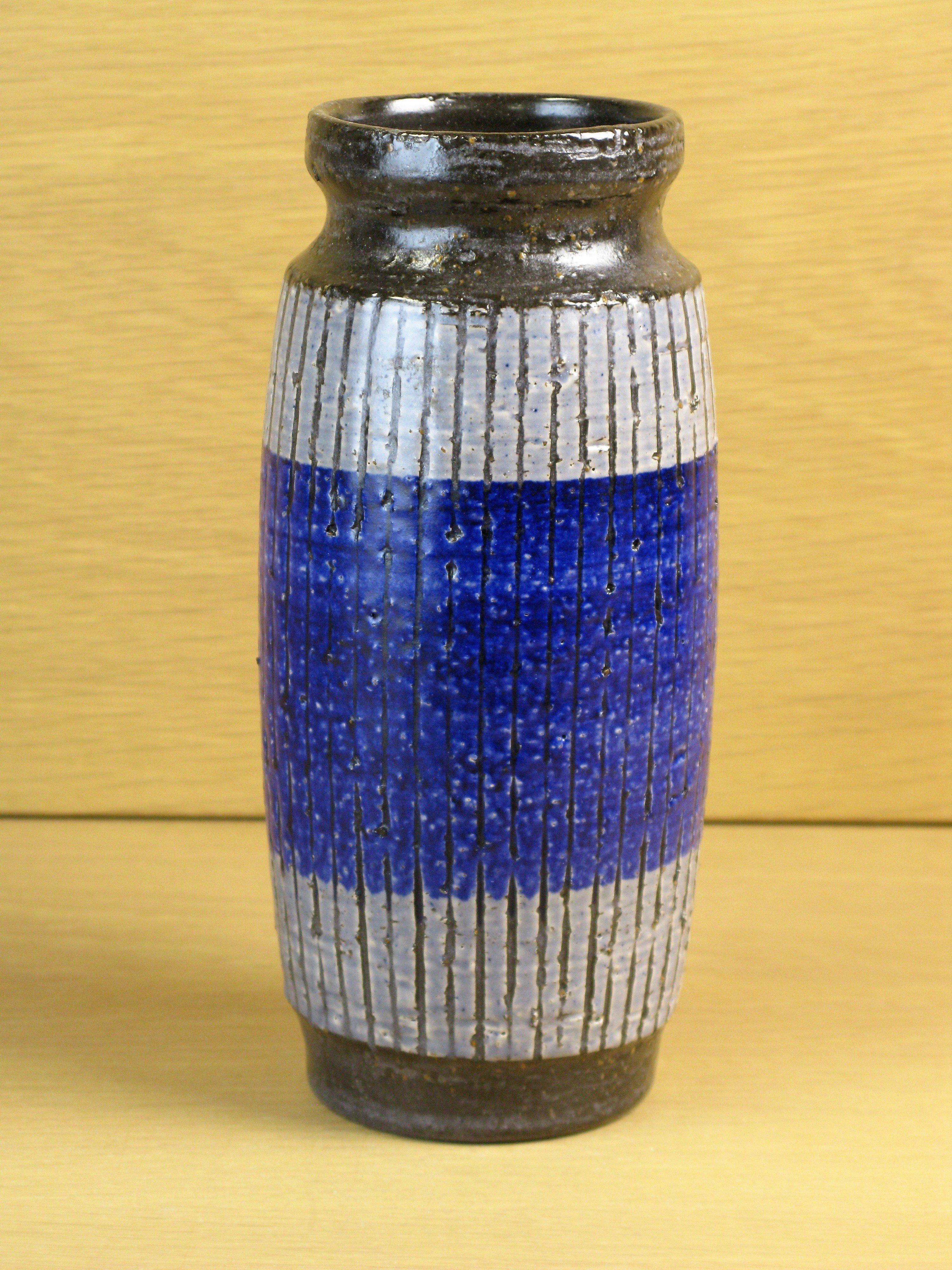 buster vase 9039