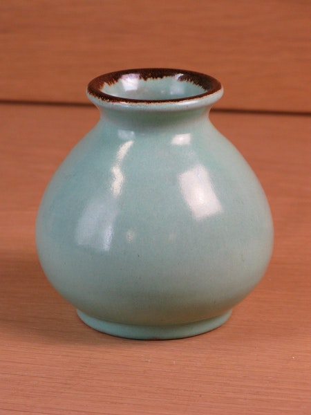 light green/brown vase 44