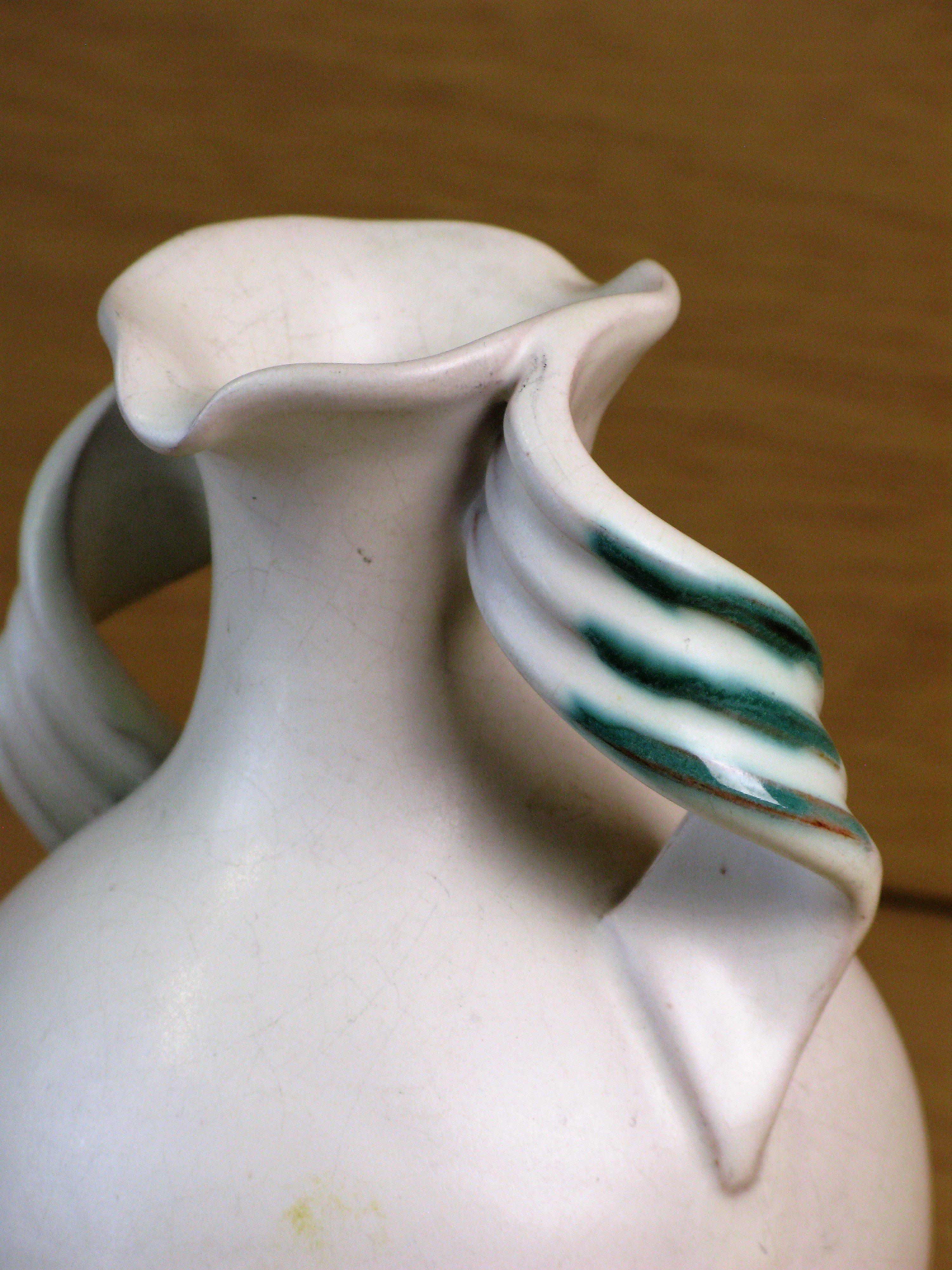 white/green vase 155