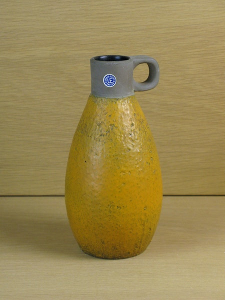 orange vase 3057a