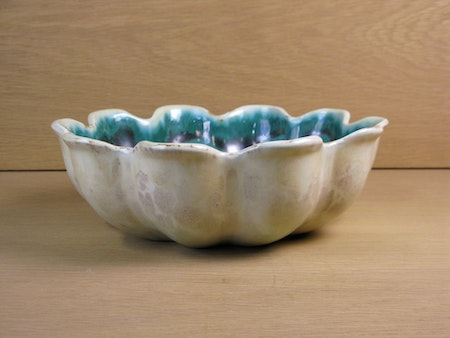 Yellowish/green bowl 314