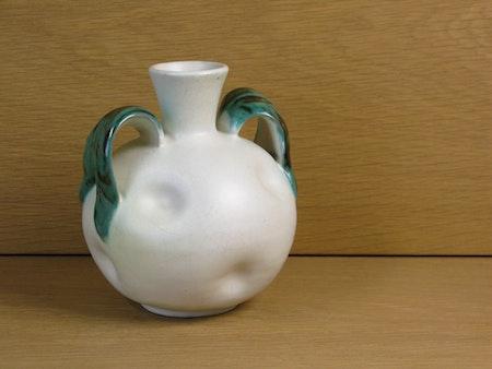 whit/green vase 190