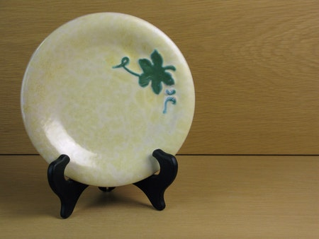 Yellowish/green small plate 13