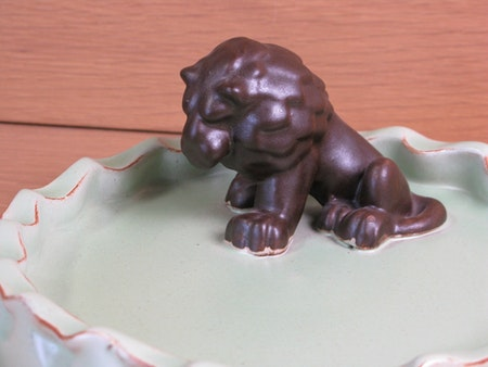 brown lion in green bowl 12