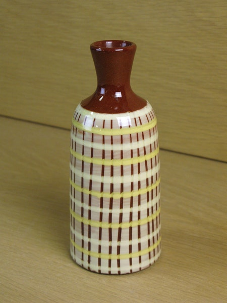 burgundy/yellow vase 673