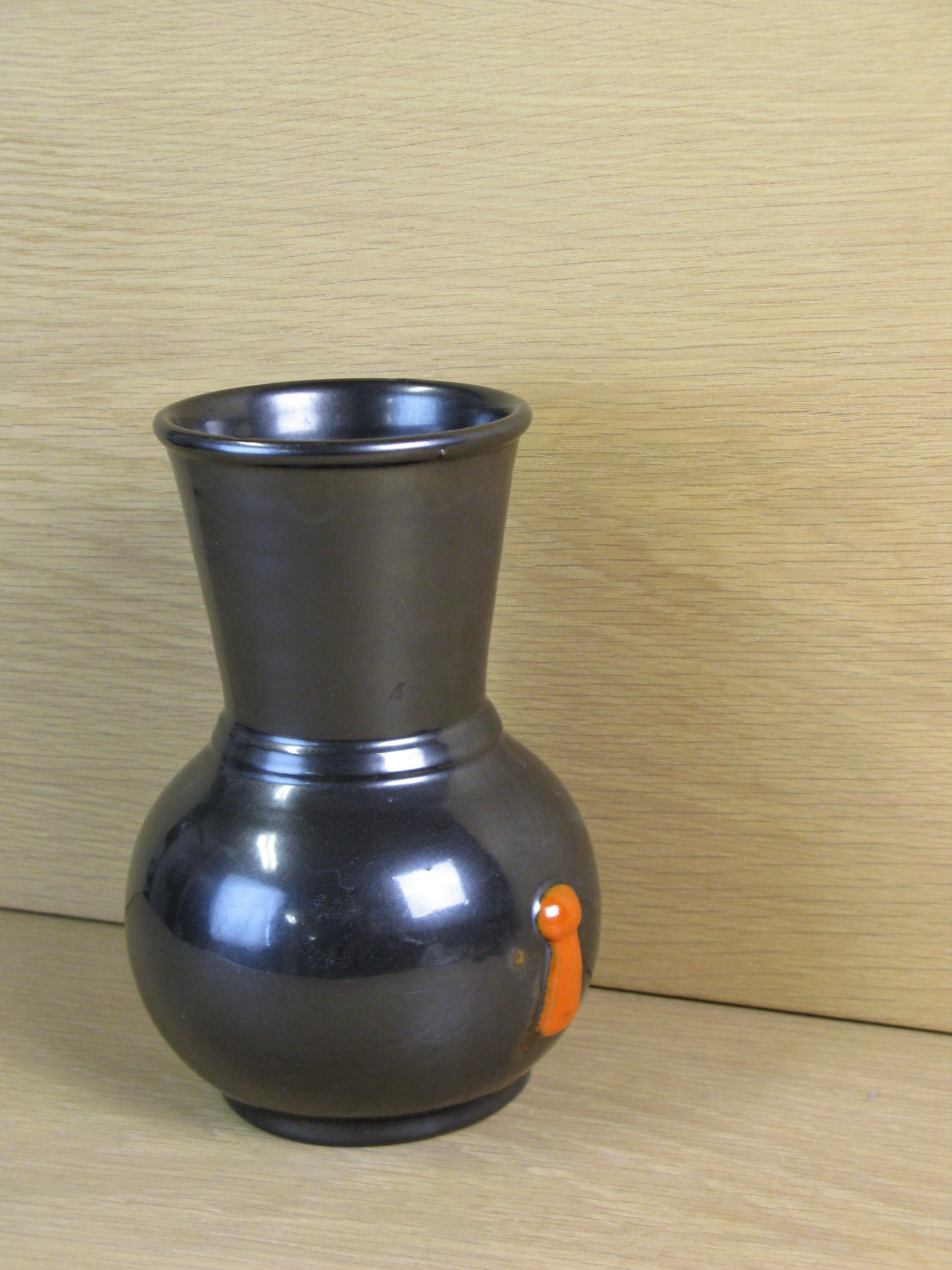 black/orange vase 112