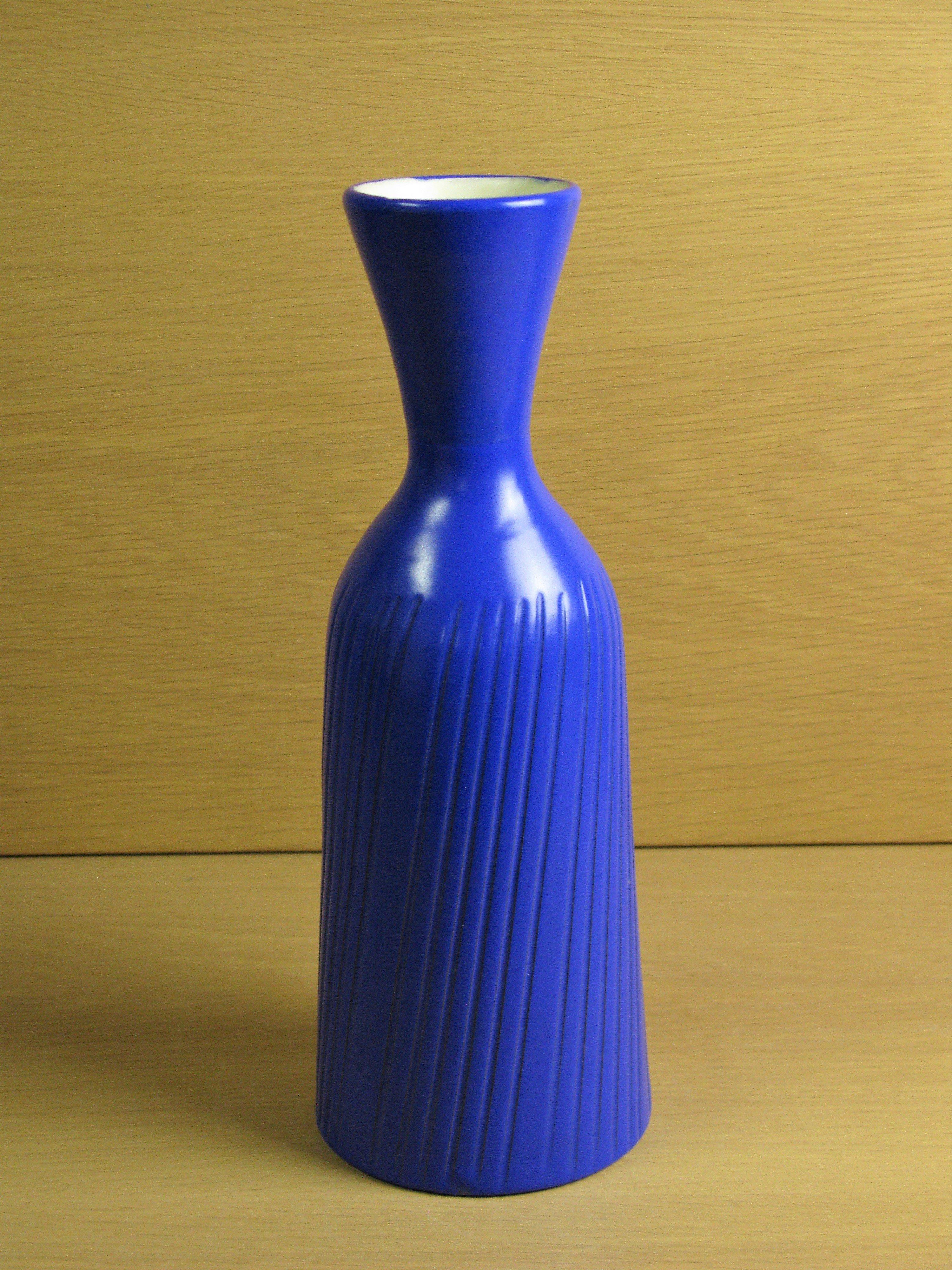 blue vase 587