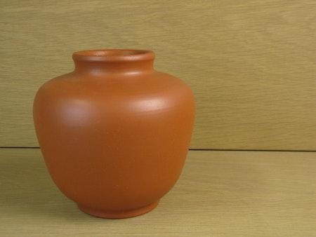 terracotta vase 1001