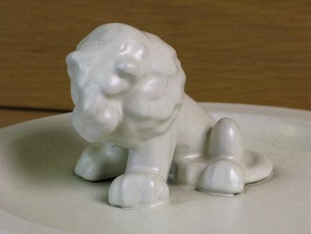 white lion in white bowl 46