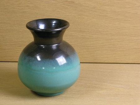 green/black vase 2766