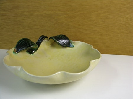 yellowish/green bowl 191