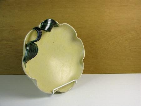yellowish/green bowl 191