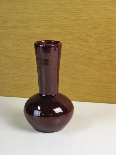 burgundy vase 52