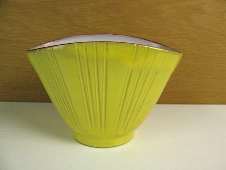 yellow vase 575