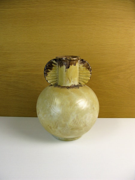 yellowish/brown vase 3097