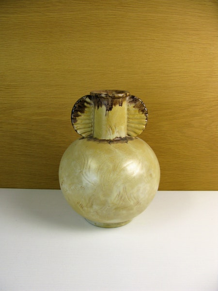 yellowish/brown vase 3097