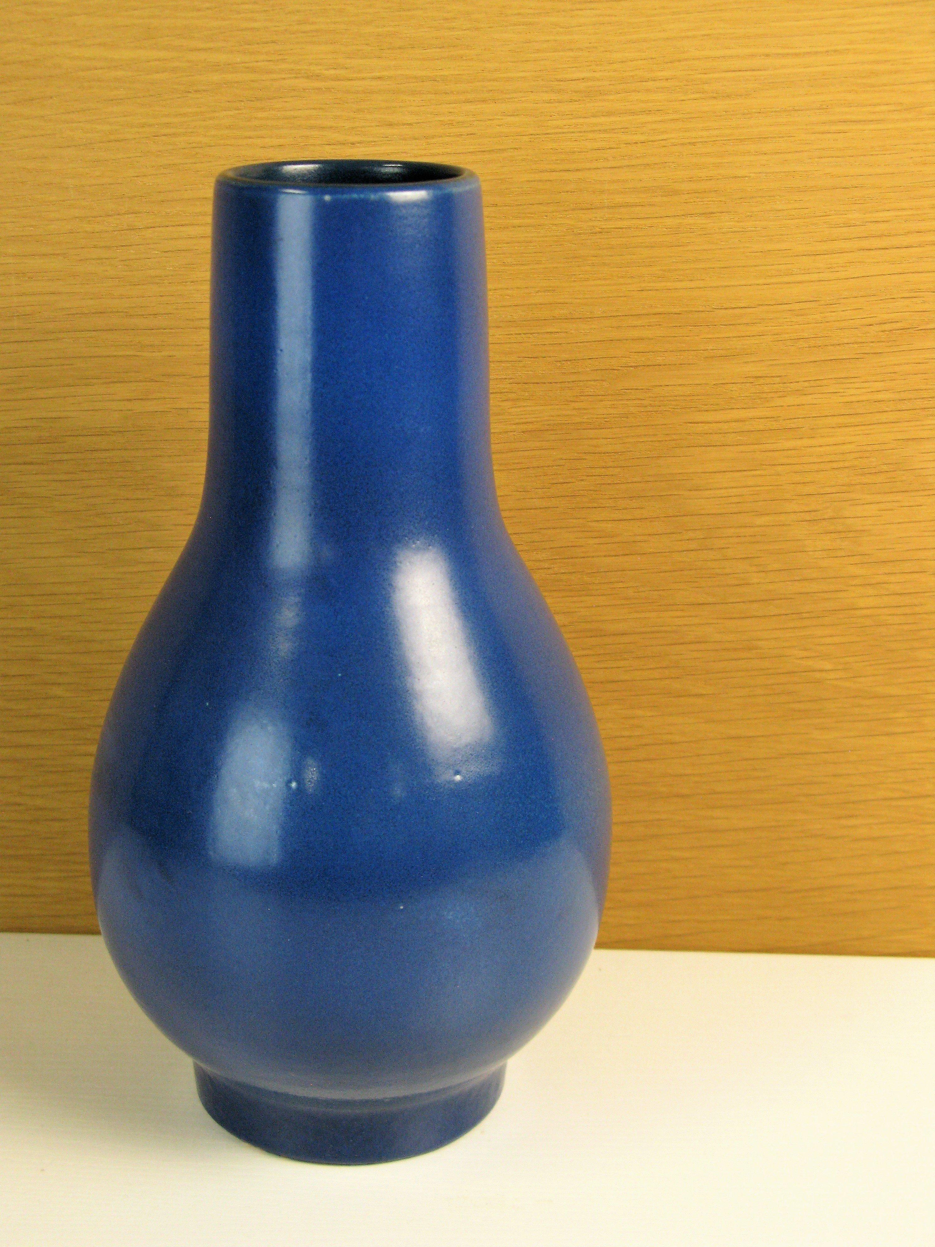blue faenza vase 2520
