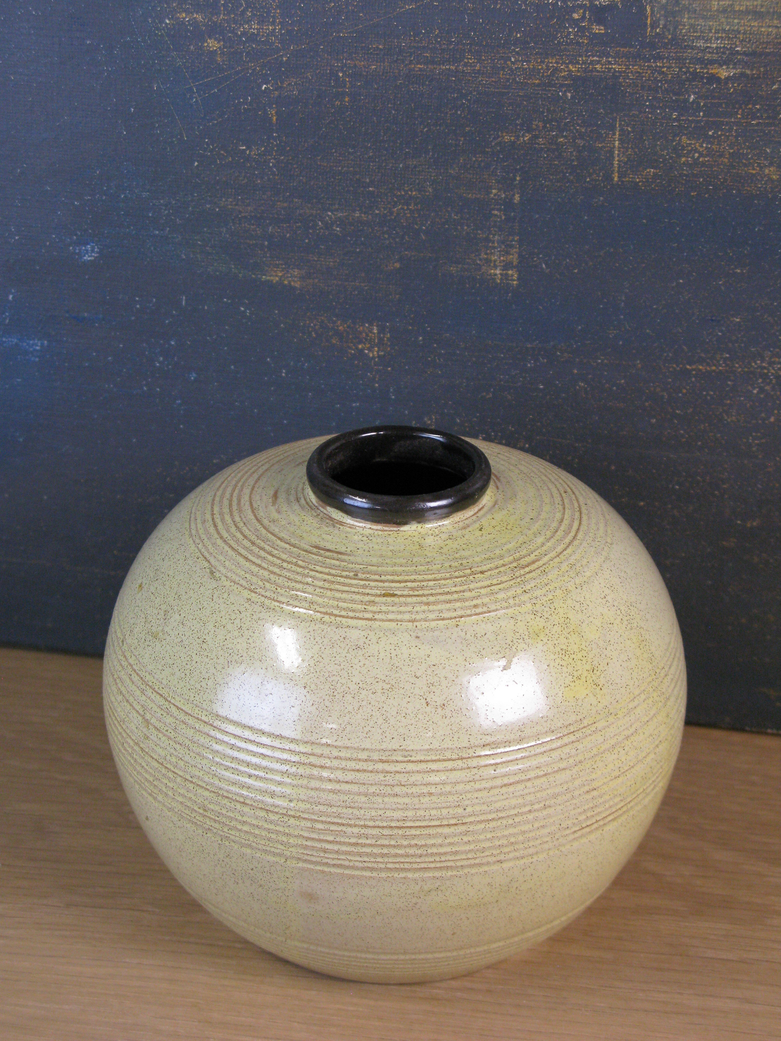 yellowish/brown vase 3156