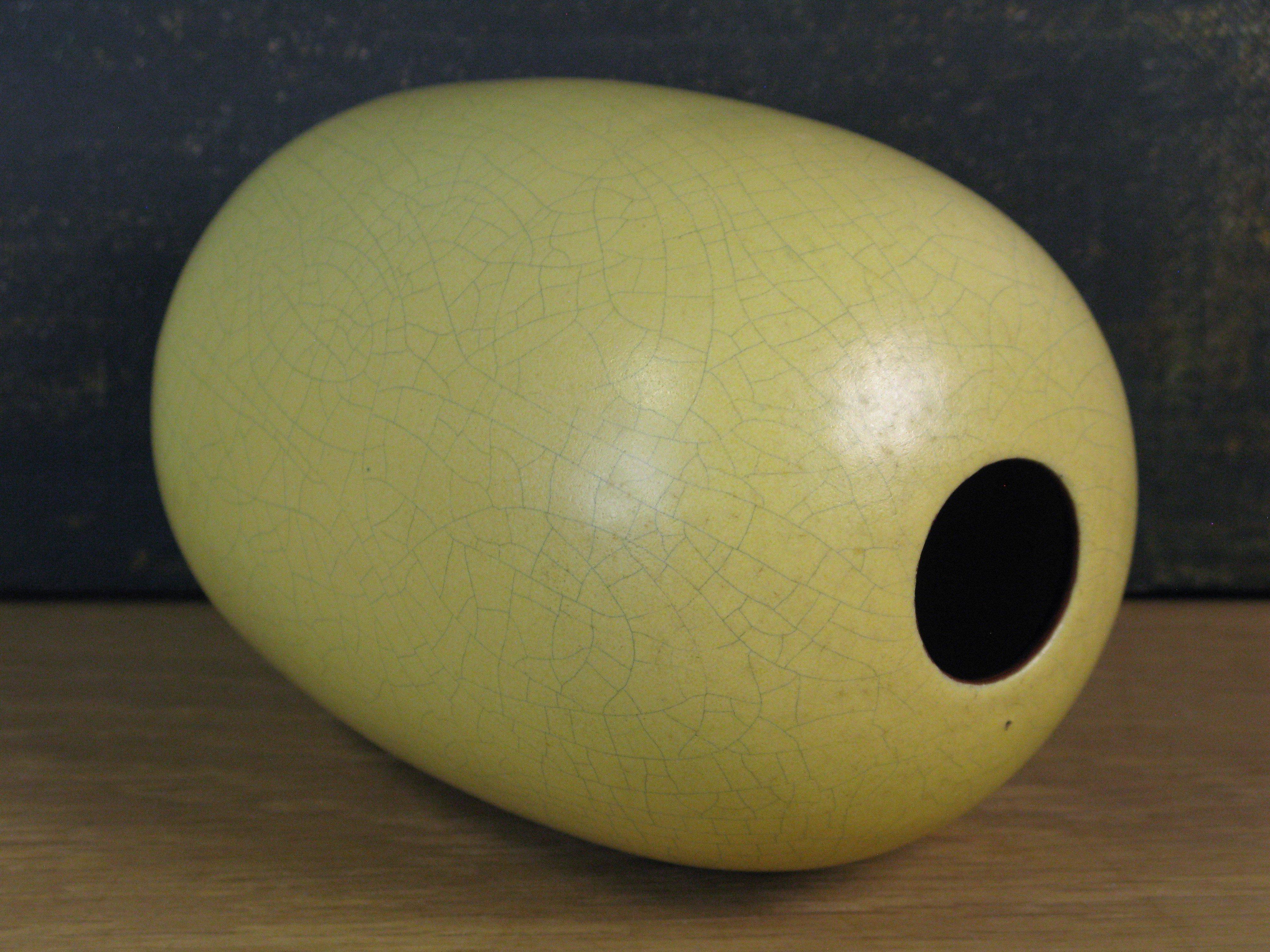 yellow vase 213