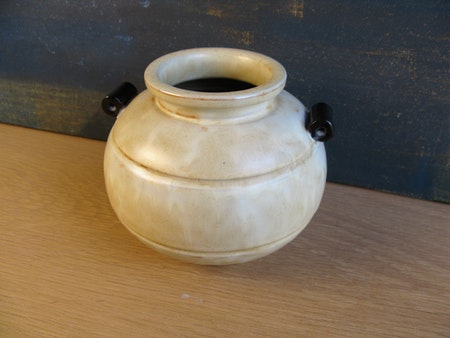 vanilla/ black vase 2751