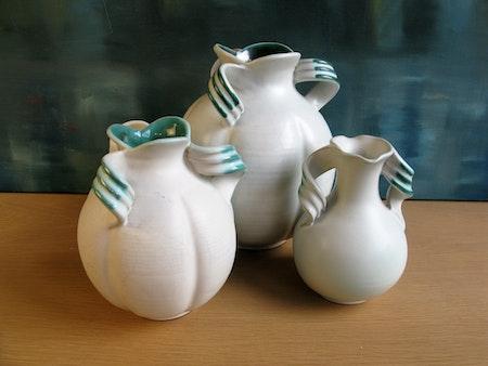 white/green vase 3304