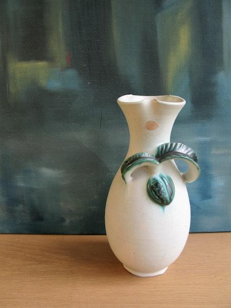white/green vase 229