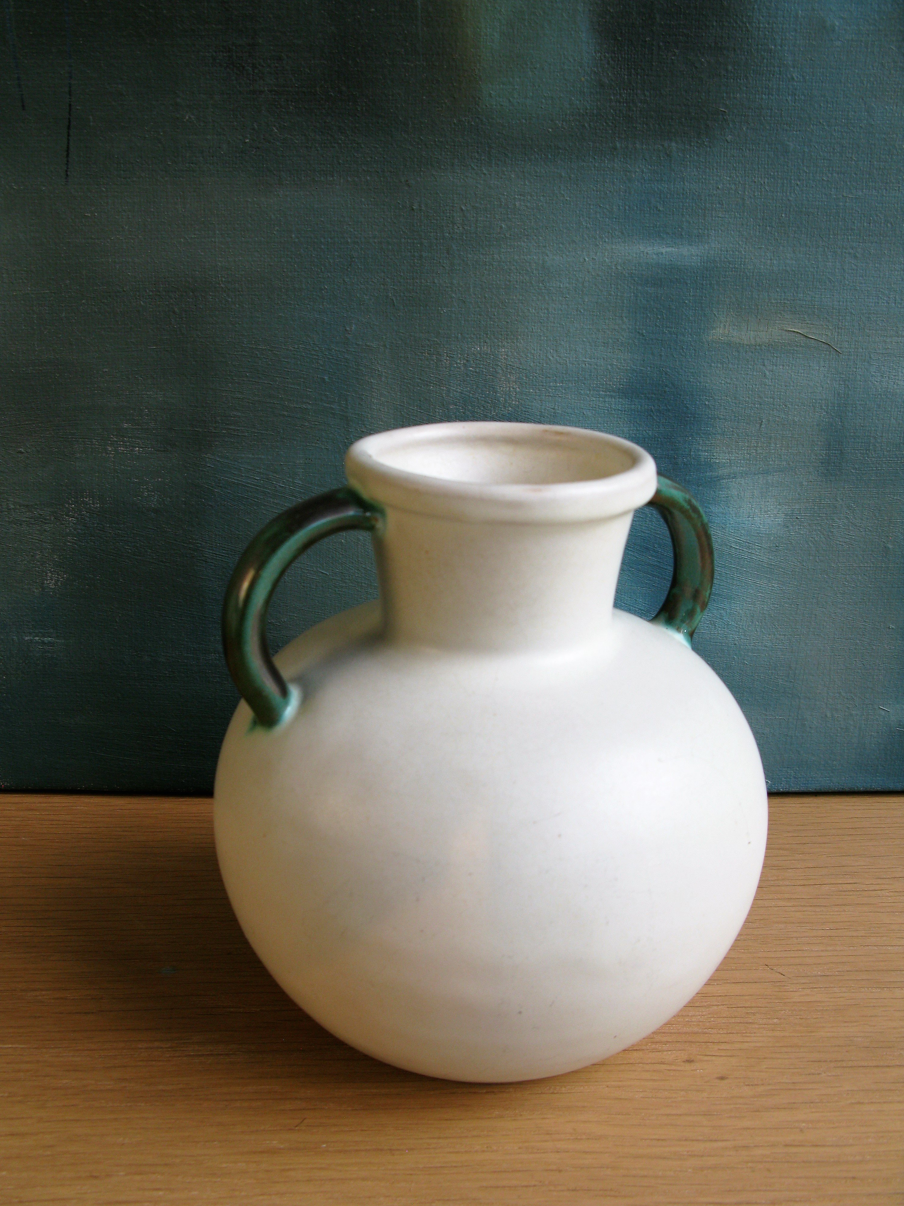 white/green vase 2784/1