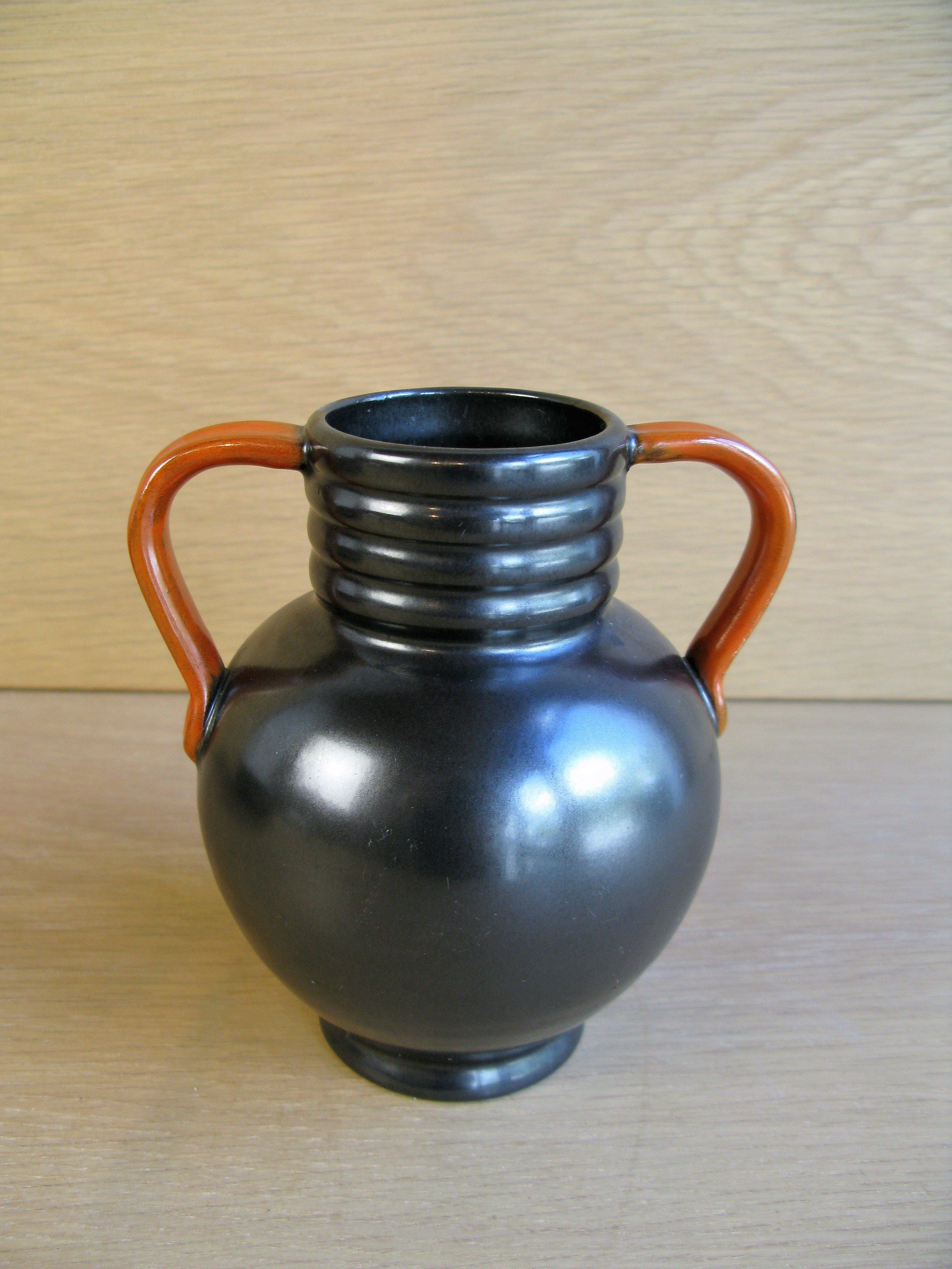 black/orange vase 2671