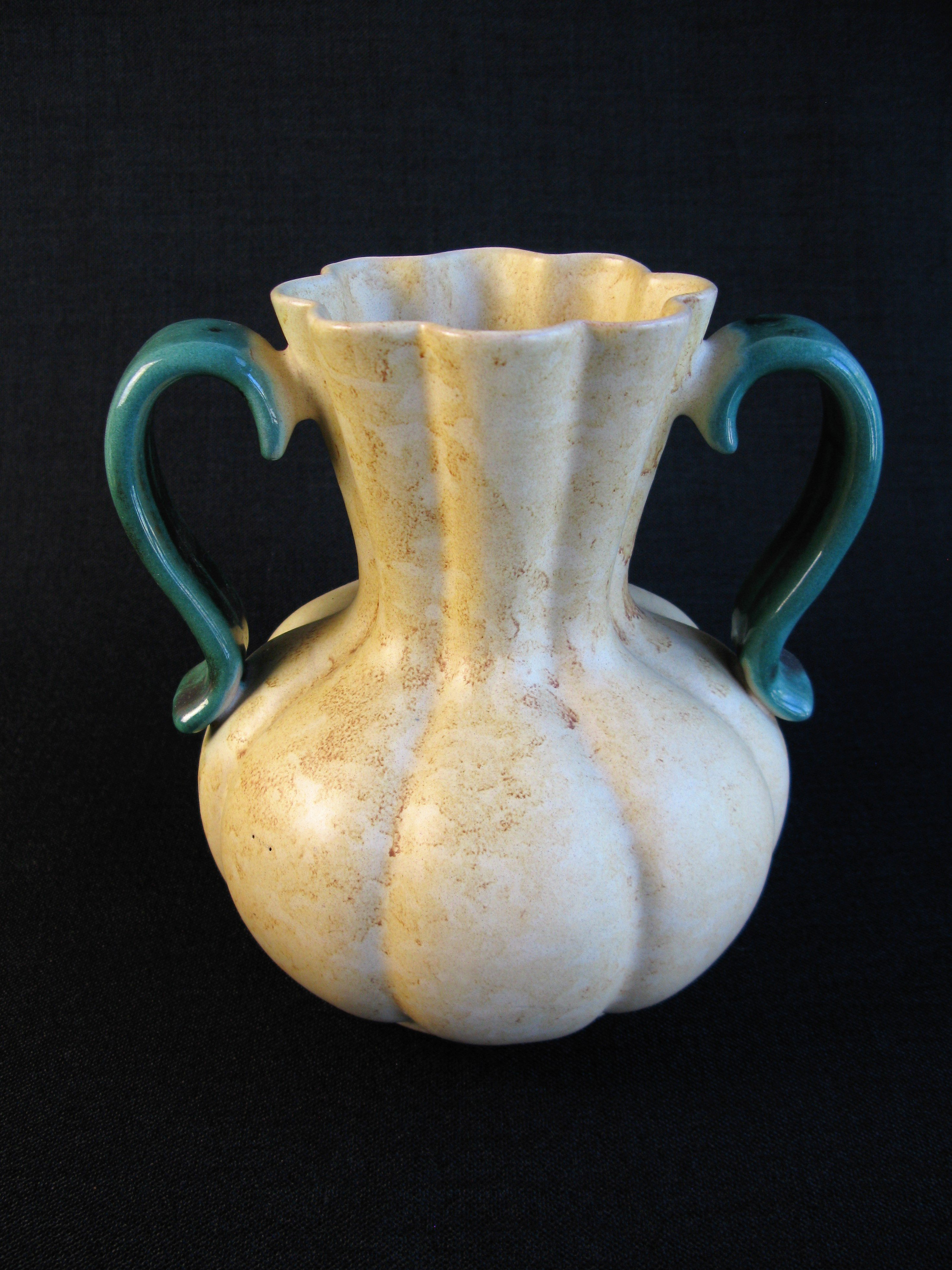 yellowish/green vase 294
