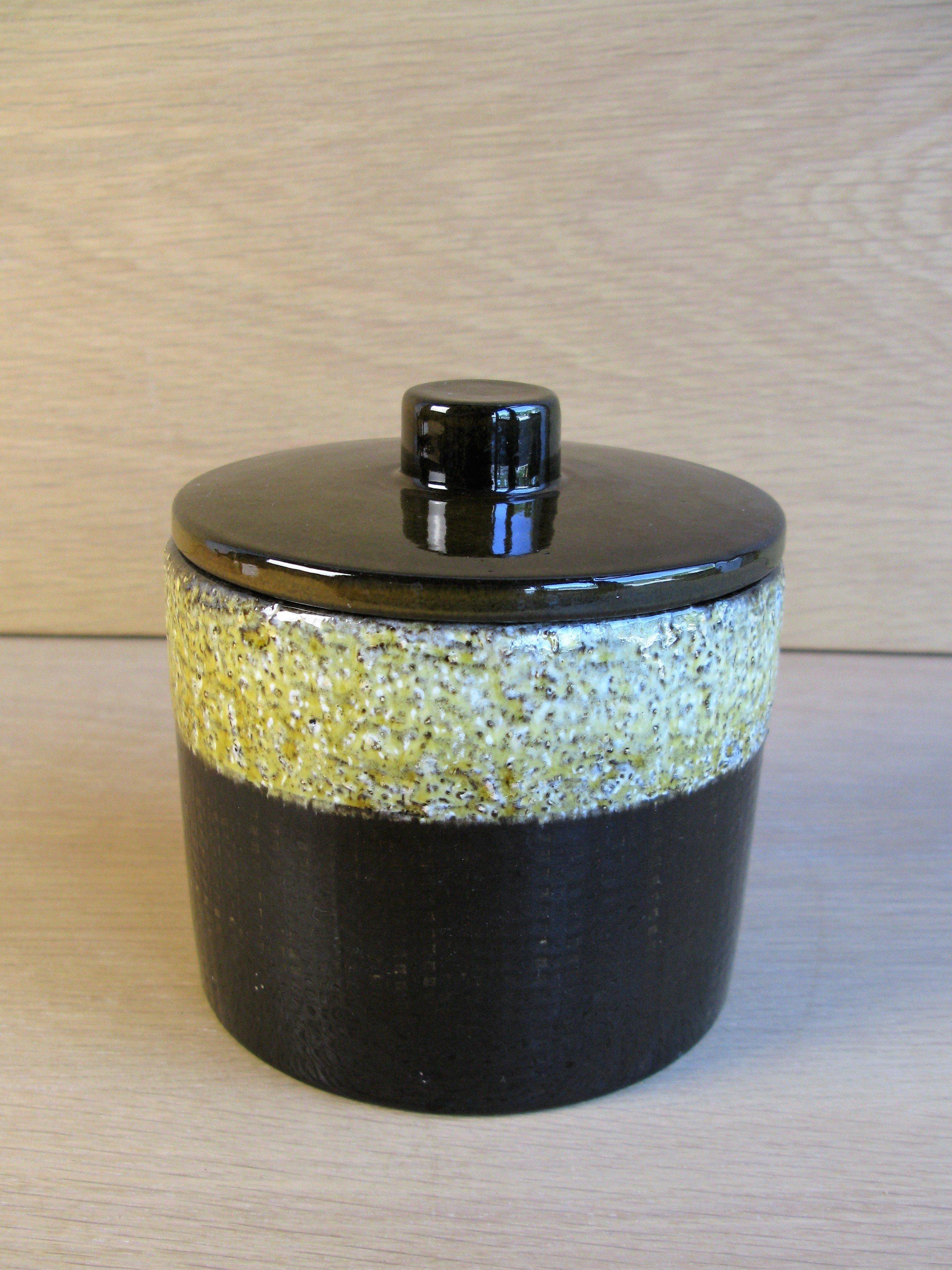 yondel tobacco jar 2493