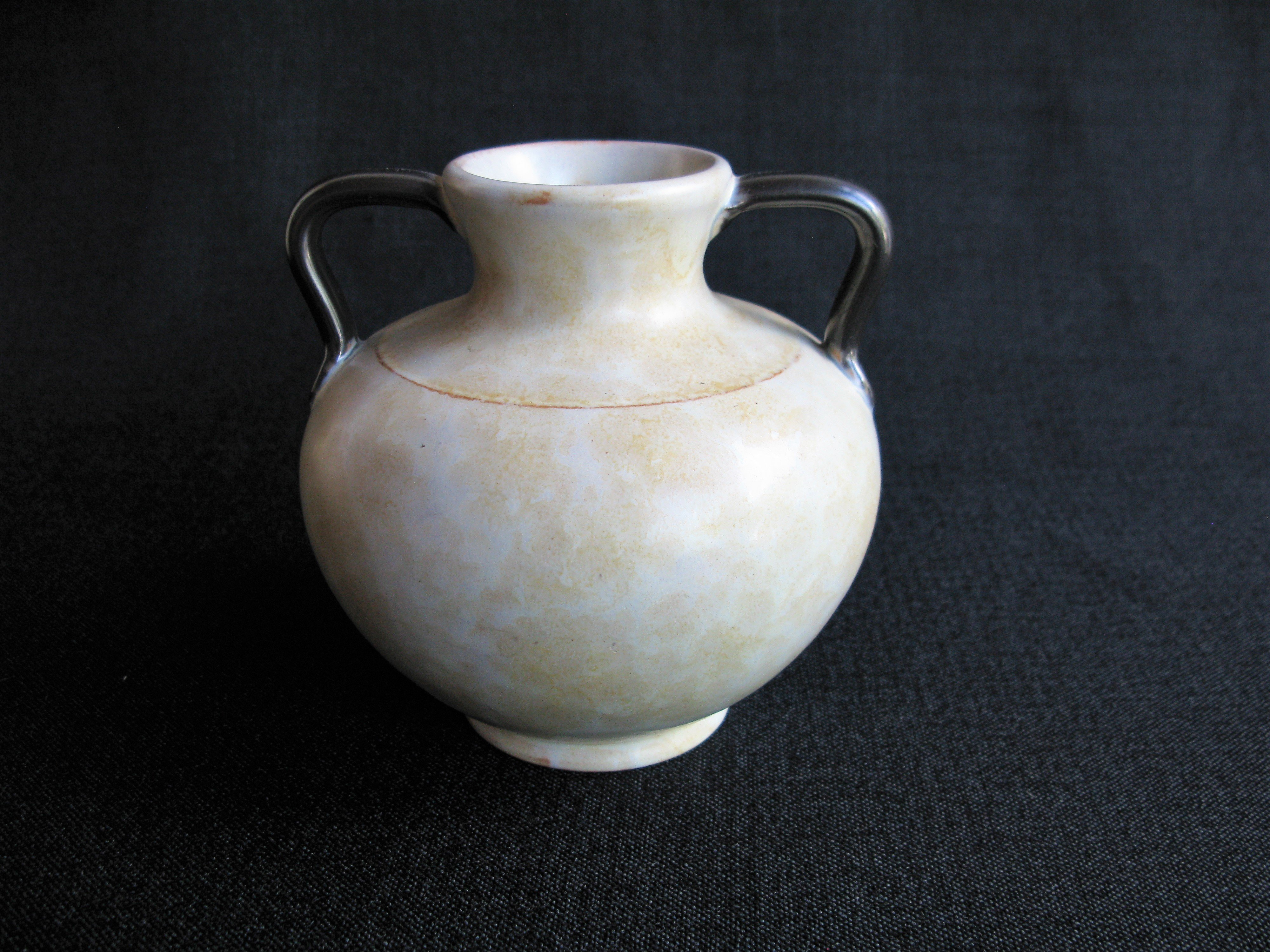 yellowish/brown vase 3201/1