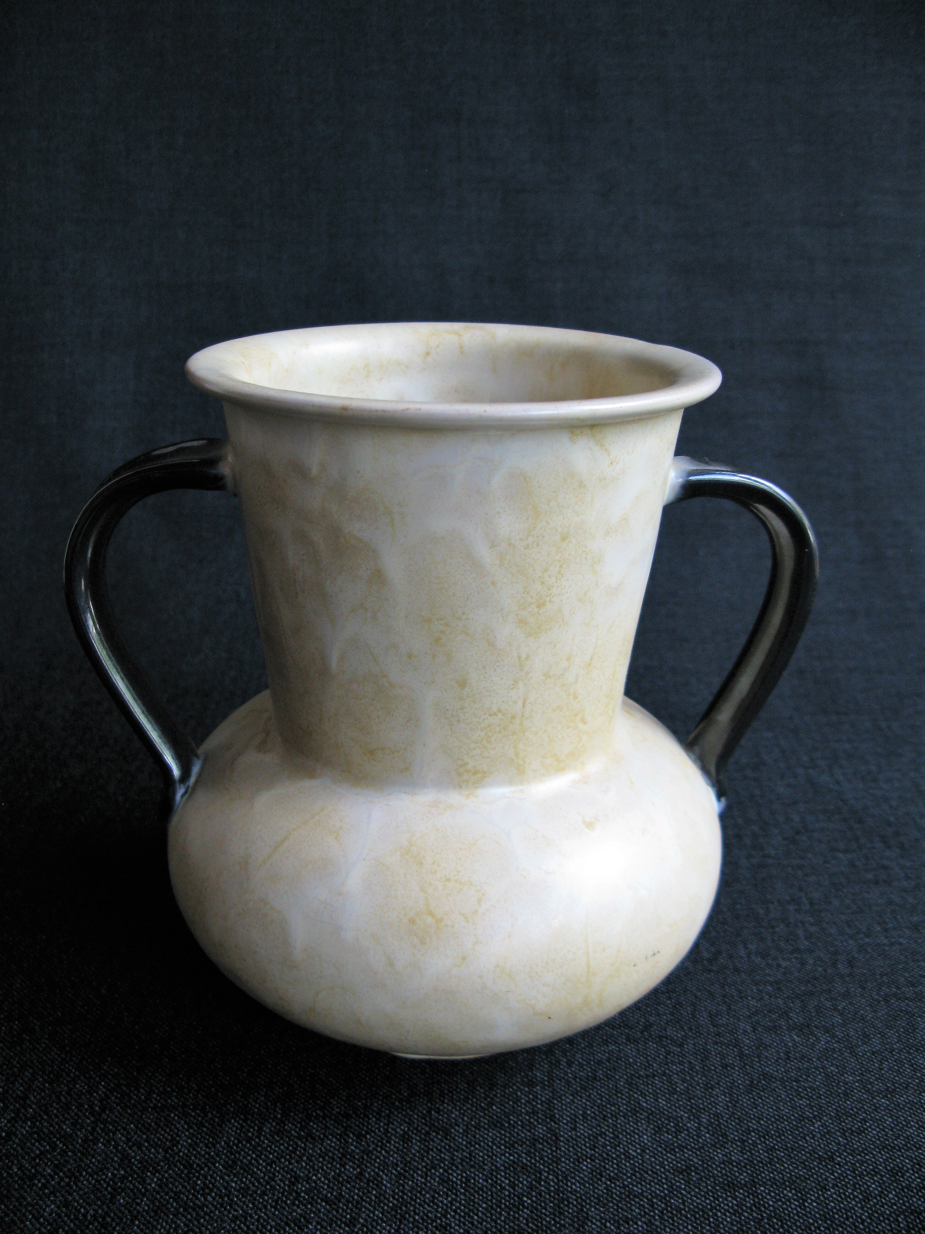 yellowish/brown vase 3142/2